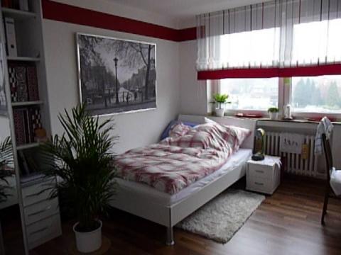 welche wandfarbe zu nussbaumfarbenen boden farbe wohnen. Black Bedroom Furniture Sets. Home Design Ideas