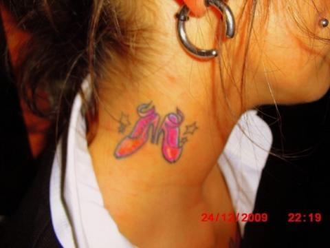 Tattoo am Hals - Fürn Mädel mit 20 okay oder eher NoGo?