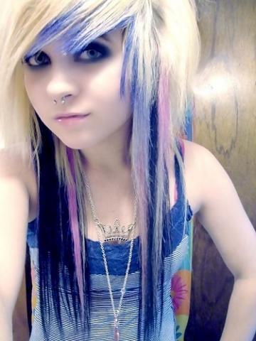 Emo-Style? Mit blonden Haaren? (Haare)