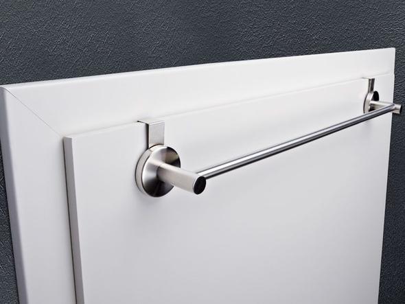 gibt es einen handtuchhalter f r die t r auch f r die innenseite t re. Black Bedroom Furniture Sets. Home Design Ideas