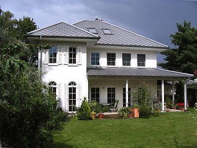 kann die gemeinde die dachziegelfarbe vorschreiben hausbau fertighaus graue dachziegel. Black Bedroom Furniture Sets. Home Design Ideas