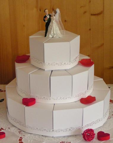 stöckige Hochzeitstorte mit Brautpaar 3-stöckige Hochzeitstorte ...