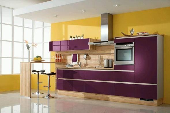welche farbe passt zu einer lila farbenen k che. Black Bedroom Furniture Sets. Home Design Ideas