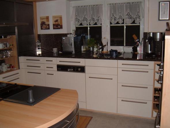 kuche farbe magnolia hochglanz die neuesten innenarchitekturideen. Black Bedroom Furniture Sets. Home Design Ideas