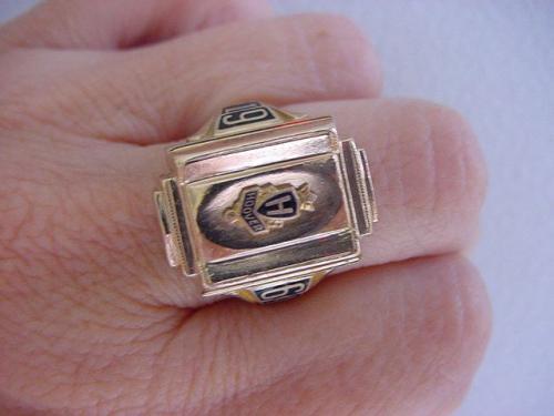 college ring 10 karat 10 gramm gestempelt goldwert gold antiquit t goldpreis. Black Bedroom Furniture Sets. Home Design Ideas