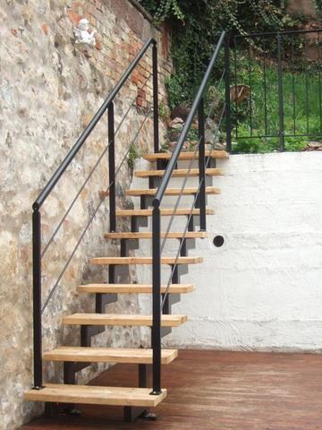 sind treppen aus metall oder holz stabiler einrichtung stil treppe. Black Bedroom Furniture Sets. Home Design Ideas