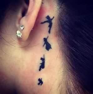 Wie nennt man simple Tattoos, die eine kleine Geschichte erzählen bzw ...