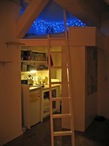 2 etagen im zimmer bett etage. Black Bedroom Furniture Sets. Home Design Ideas