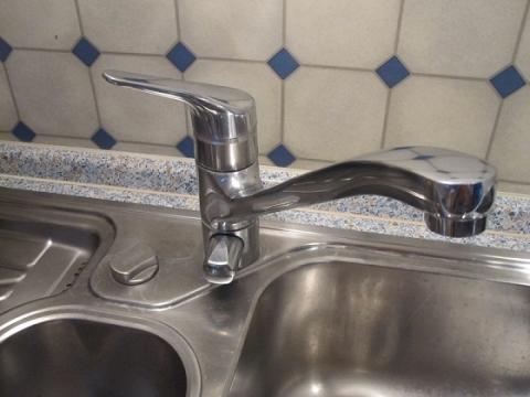 anschluss wasserhahn mit zwei schl uchen vorher drei spuelmaschine wasseranschluss. Black Bedroom Furniture Sets. Home Design Ideas