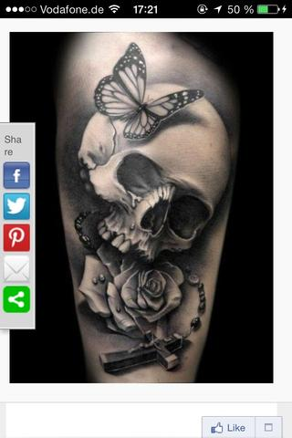 Bedeutung Totenkopf Tattoo mit Rose und Kreuz