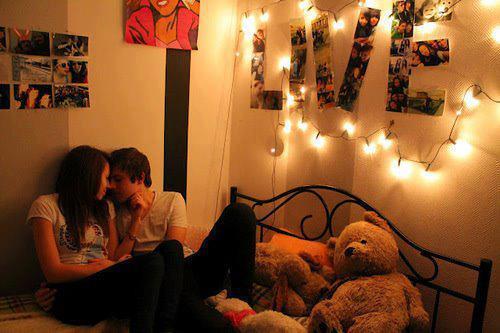 buchstaben an der wand von facebook bild ich brauche hilfe liebe zimmer licht. Black Bedroom Furniture Sets. Home Design Ideas