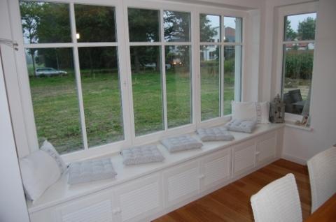 fensterbank zum draufsitzen zum sitzen fensterbrett. Black Bedroom Furniture Sets. Home Design Ideas