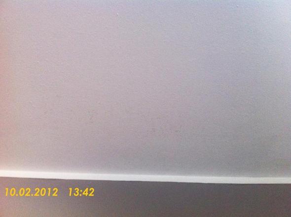 gelb gr nliche flecken an der decke in mietwohnung was. Black Bedroom Furniture Sets. Home Design Ideas