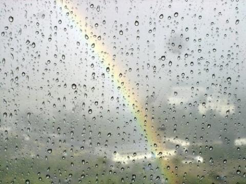 http://images.gutefrage.net/media/fragen/bilder/gibt-es-menschen-die-in-regen-wind-und-wolken-eine-besonders-sinnliche-stimmung-der-natur-spueren/1_big.jpg
