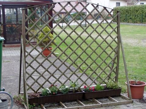 ideen gesucht einen zaun zu verkleiden terrasse garten. Black Bedroom Furniture Sets. Home Design Ideas