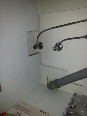 kann man an diesen wasseranschluss eine sp lmaschine und. Black Bedroom Furniture Sets. Home Design Ideas