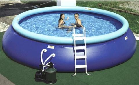 loch im pool finden swimmingpool. Black Bedroom Furniture Sets. Home Design Ideas