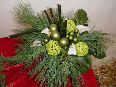mit misteln ein gesteck basteln weihnachten gestecke. Black Bedroom Furniture Sets. Home Design Ideas