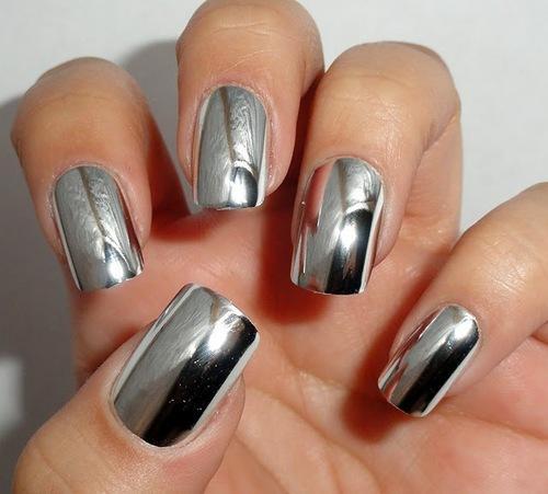 Die Behandlung der Dystrophie des Nagels auf den Händen