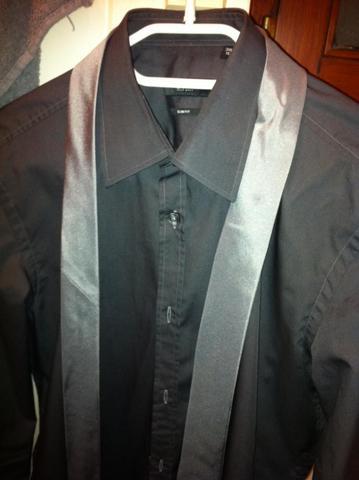 passen hemd und krawatte zusammen und zu schwarzem anzug. Black Bedroom Furniture Sets. Home Design Ideas