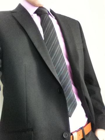 schwarzer anzug mit hellrosanem hemd zum. Black Bedroom Furniture Sets. Home Design Ideas