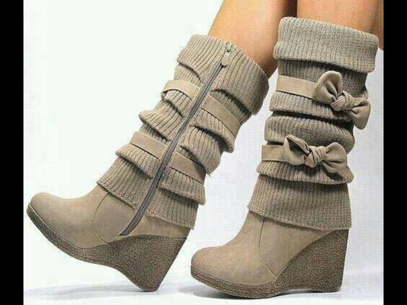 Красивая зимняя женская обувь