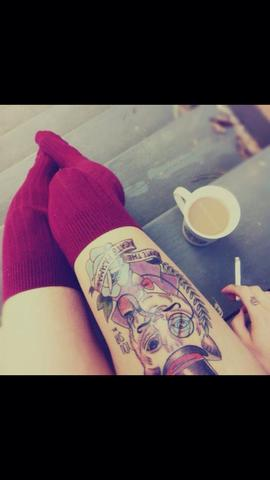 tattoo am oberschenkel style. Black Bedroom Furniture Sets. Home Design Ideas