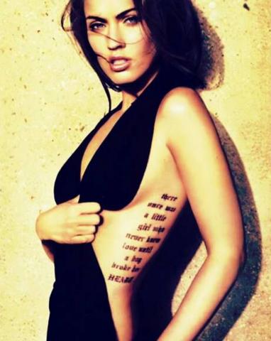 Rippen mann tattoo schriftzug Tattoo an