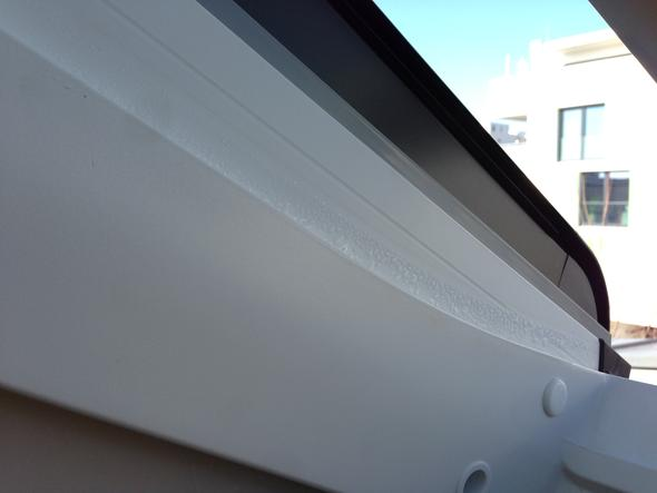 velux dachfenster rahmen feucht normal dach fenster haus. Black Bedroom Furniture Sets. Home Design Ideas