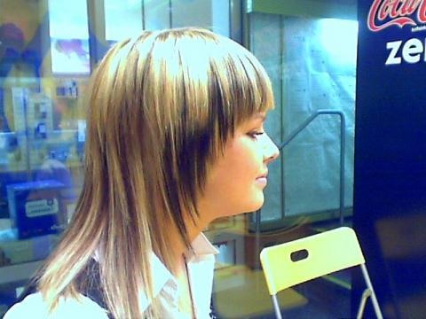 von dunkelbraun auf blond färben beim friseur styling