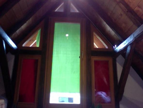 vorhang f r eine glasfront mit dachschr ge ideen n hen. Black Bedroom Furniture Sets. Home Design Ideas