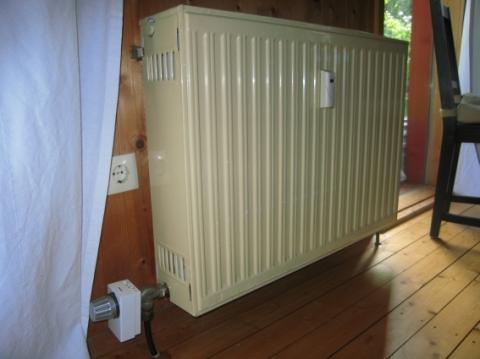 warum ist heizk rper thermostat unten am heizk rper angebaut heizung haushalt. Black Bedroom Furniture Sets. Home Design Ideas