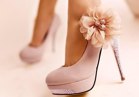 Welche schuhe passen zum rosa kleid