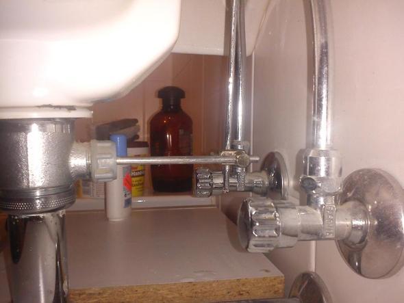 Waschbecken Rohr = Was tropft dort an meinem waschbecken ? (Rohr, Wasser, Leck)