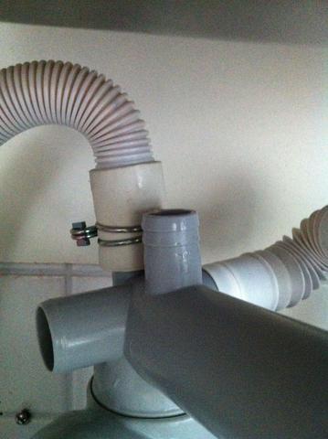 waschmaschinenablauf an siphon des waschbeckens anschlie en waschmaschine anschluss ablauf. Black Bedroom Furniture Sets. Home Design Ideas