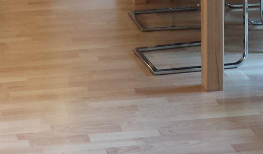 welche m belfarbe bei hellem laminat mit bild renovierung m bel einrichtung. Black Bedroom Furniture Sets. Home Design Ideas