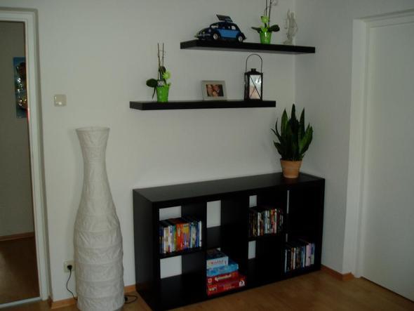 wand und boden bei dunklen m beln wohnzimmer. Black Bedroom Furniture Sets. Home Design Ideas