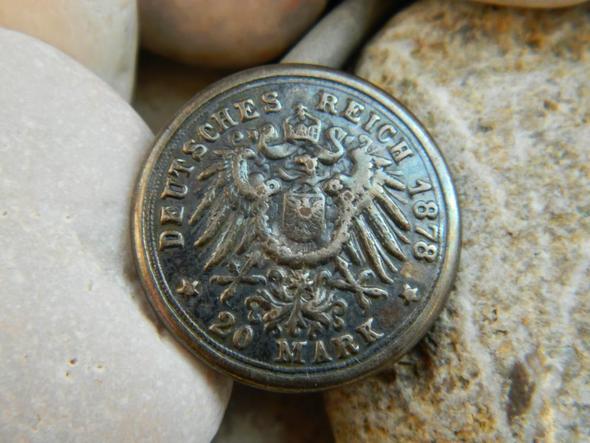 Ein Silberschein-Dollarschein ist eine ehemalige Zirkulation von Papierwährung, die den direkten Silberaustausch ermöglicht. Dieses repräsentative Geld ermöglichte die Einlösung von Silbermünzen oder Rohbarren, die dem Nennwert des Zertifikats entsprachen.