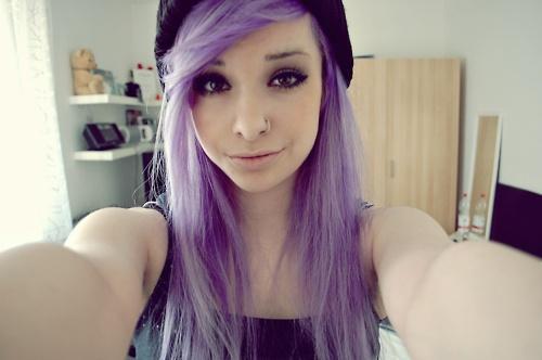 Lila Strahnen Braune Haare