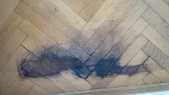 wie entferne ich diese flecken vom parkett tipps fleck. Black Bedroom Furniture Sets. Home Design Ideas