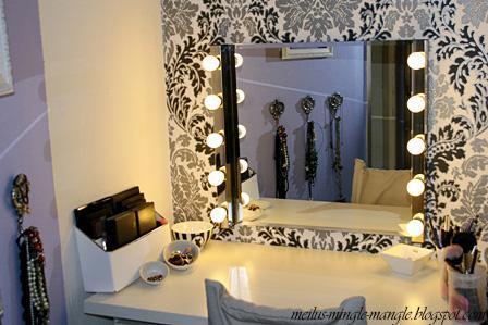 wo finde ich einen schminktisch mit sch nem spiegel und beleuchtung. Black Bedroom Furniture Sets. Home Design Ideas