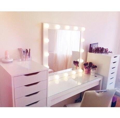 wo gibts beleuchtete schminkspiegel kosmetikspiegel beauty. Black Bedroom Furniture Sets. Home Design Ideas