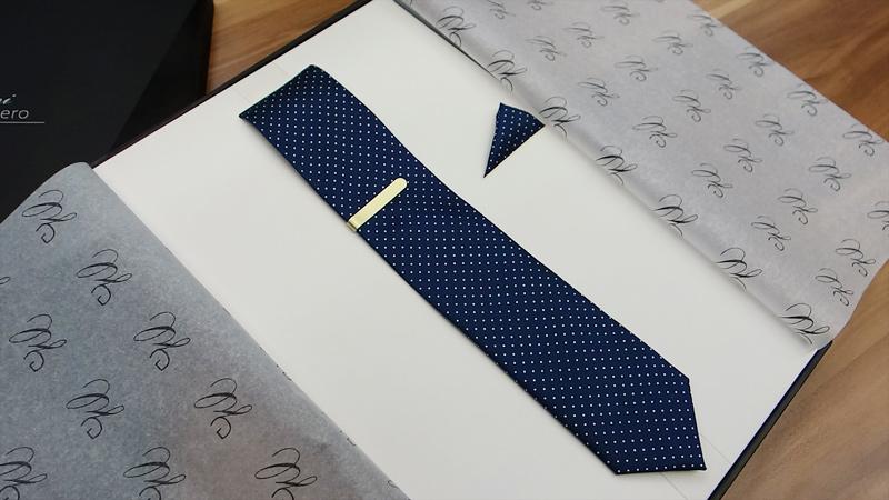 welche krawatte zum blauen anzug mode farbe musterung. Black Bedroom Furniture Sets. Home Design Ideas
