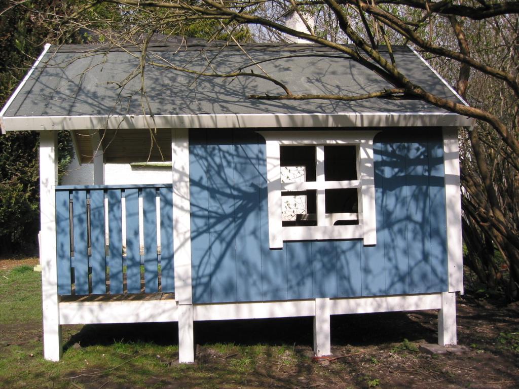 gartenhaus fr kinder gartenhaus mit balkon fr die kinder spielehaus holz with gartenhaus fr. Black Bedroom Furniture Sets. Home Design Ideas