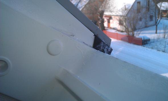 velux dachfenster rahmen feucht normal dach fenster. Black Bedroom Furniture Sets. Home Design Ideas