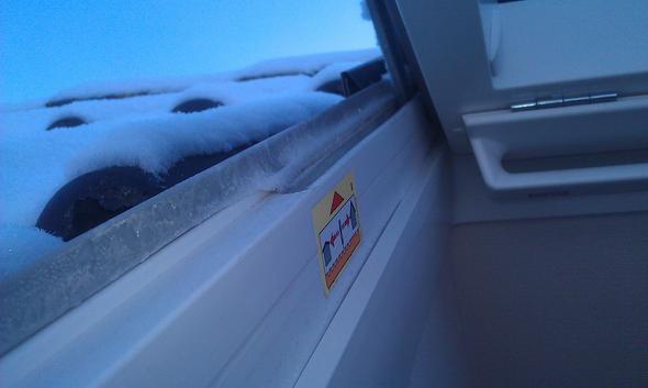 Frost - (Computer, GPU Fenster  Velux, Kondenswasser zwischen  Rahmen)