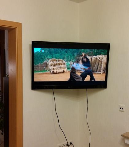 monitor ohne halterung befestigen halten bewegen wandhalterung. Black Bedroom Furniture Sets. Home Design Ideas