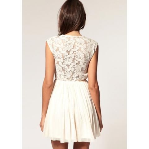 Kurzes weißes Kleid - (Kleidung, Jugendliche, Hochzeit)