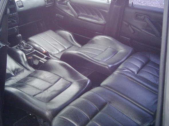 Sitze zum Bett umgebaut - (Auto, Urlaub, Camping)