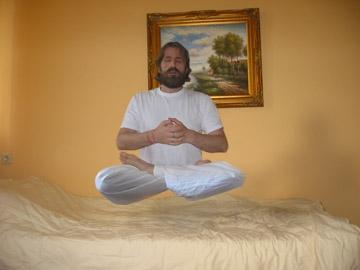 - (Yoga, schweben)